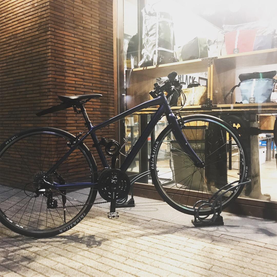 機能美が光るウェアやバッグなどをセレクトしたお店BLACK BRICKにクロスバイクで行って買ったのがBICYCLE COFFEE